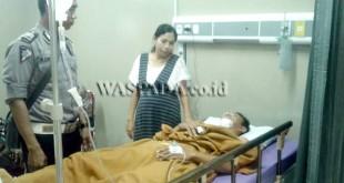 Korban lakalantas, Silvi Br Gurning alias Neneng, kritis menjalani perawatan medis di RS Elisabeth.(WOL Photo/Gacok)