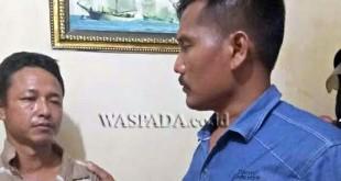 Panit II Reskrim Polsek Medan Sunggal, Iptu Martua Manik SH, MH (kanan) sedang menginterogasi tersangka kasus pencurian sepeda motor.(WOL Photo/gacok)