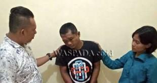 Penyidik Reskrim Polsek Medan Sunggal interogasi tersangka. (WOL Photo/gacok)