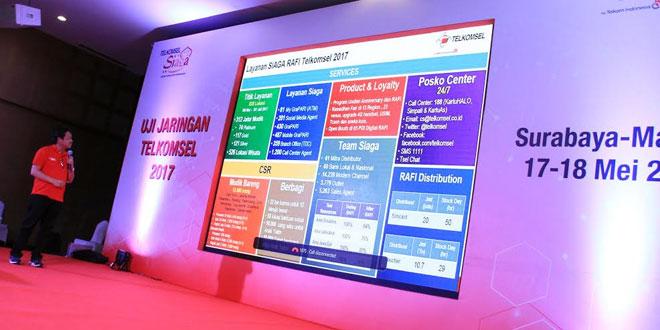 Direktur Utama Telkomsel Ririek Adriansyah, Direktur Network Telkomsel Bob Apriawan, Direktur Sales Telkomsel Sukardi Silalahi, saat pemaparan hasil uji jaringan Telkomsel 2017, di Malang. (foto: Ist)