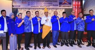 Silahturahmi Ketua DPD Partai Demokrat Sumatera Utara JR Saragih kepada DPC Demokrat Labuhan Batu dan DPC Demokrat Labuhan Batu Selatan di Hotel Platinum, Rantau Prapat, Sumatera Utara, Rabu (21/6). (WOL Photo)