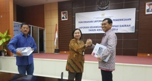 Bupati Simalungun JR Saragih saat bertemu BPK di Medan, Sumatera Utara, Jumat (16/6). (WOL Photo)