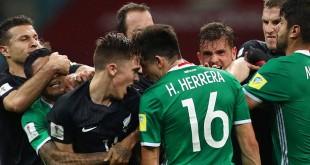 Pemain Meksiko dan Selandia Baru bersitegang dalam laga kedua Grup A, dinihari tadi/Sky Sports