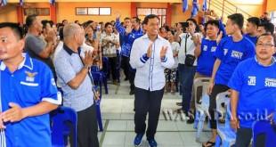 Ketua DPD Partai Demokrat Sumatera Utara JR Saragih saat jumpa kader Partai Demokrat di Tabitha, Kepulauan Nias, Sumatera Utara, Sabtu (10/6). (WOL Photo)