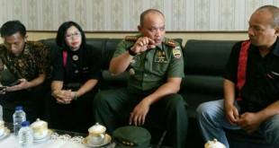Dandim 0201/BS, Kolonel Bambang Herqutanto, menyambut kunjungan dan silaturahmi Ketua Umum Pengurus Besar AMCI belum lama ini. Istimewa