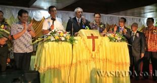 Bupati Simalungun JR Saragih menghadiri Sinode ke-69 Gereja Pentakosta Indonesia di Kota Siantar, Sumatera Utara, Jumat (7/7). (WOL Photo)