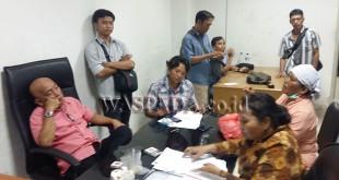 Suasana ruangan press room DPRD Medan saat pedagang Pasar Bulan keluhkan nasibnya, Senin (31/7). WOL Photo/muhammad rizki