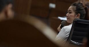 Anggita Ekaputri saat bersaksi di sidang kasus suap hakim MK Patrialis Akbar di Pengadilan Tipikor Jakarta (Rosa/Antara)