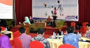Deputi KS/PK BKKBN Ir Ambar Rahayu MNS saat menjadi pembicara pada acara 'Nangkring Bareng Netizen BKKBN dan Kompasiana' yang diselenggarakan di Hotel Horison Lampung pada Kamis (13/7) kemarin. (Istimewa)