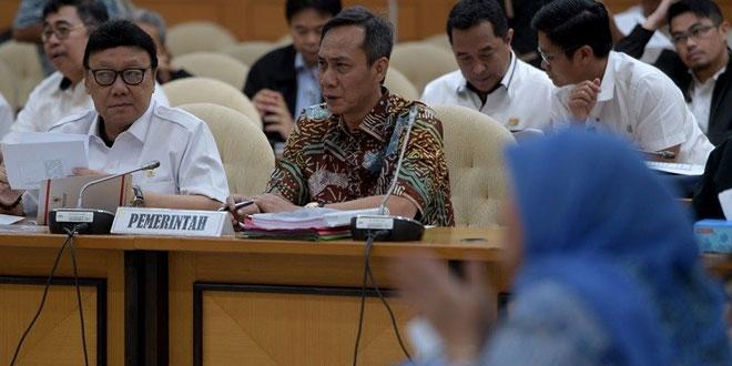 Menteri Dalam Negeri Tjahjo Kumolo saat rapat dengan Pansus bahas RUU Pmilu. Foto Ant/Sigid Kurniawan