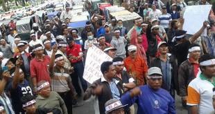 Demo menolak transportasi oneline. (dok Okezone)