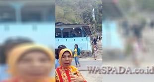 Wagubsu Dr Hj Nurhajizah Marpaung dan rombongan sedang mengunjungi obyek wisata alam air terjun Bakara Bukit Raja di Humbahas, Kamis (24/8). (WOL Photo)
