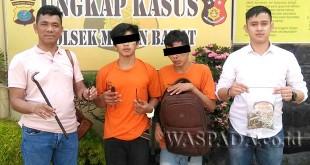 Kanit Reskrim Polsek Medan Barat, Iptu Muhammad Said Husen SIK SH (kanan), bersama anggotanya memperlihatkan barang bukti disaksikan dua tersangka. (WOL. Photo/Gacok)