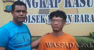 Panit Reskrim Polsek Medan Barat, Iptu Iden Sitepu SH (kiri) menngintrogasi tersangka Acong kasus pencurian mobil. (WOL. Photo/Gacok).