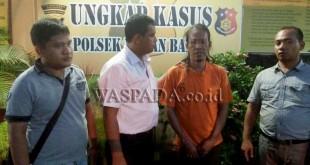 Timsus Reskrim Polsek Medan Barat interogasi tersangka pencuri barang di gudang eks Macan Yohan. (WOL Photo/Gacok)