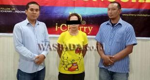 Petugas Reskrim Polsek Medan Sunggal amankan tersangka kasus penipuan dan penggelapan uang Rp15 juta. (WOL. Photo/Gacok)