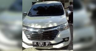 Mobil Toyota Avanza warna putih yang dibawa kabur oleh para pelaku. (foto: ist)