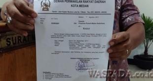 Surat pemanggilan Komisi C yang ditujukan ke manajemen RM Sederhana. (WOL Photo)