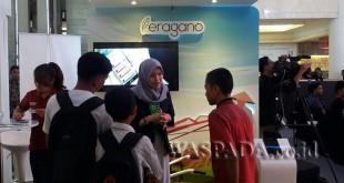 Social Behaviour Analyst Eragano, Lisa Khairunnisa, saat menjelaskan kepada pengunjung Showcase The NextDev Academy di Sun Plaza, Sabtu (2/9). (WOL Photo)