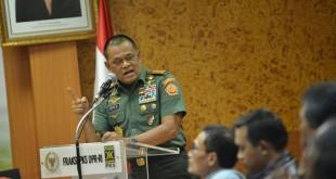 Panglima TNI di Gedung DPR (Foto: Antara)