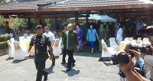 Panglima TNI Jenderal Gatot Nurmantyo ziarah ke makam Soeharto (Bramantyo/Okezone)