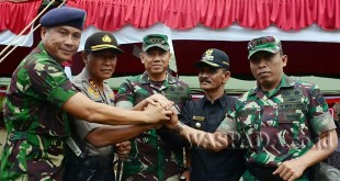 Danrem 011/Lilawangsa, Kolonel Inf Agus Firman Yusmono (Tengah).