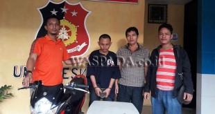 Timsus Reskrim Polsek Medan Helvetia tangkap buronan kasus curanmor.(WOL Photo/Gacok)