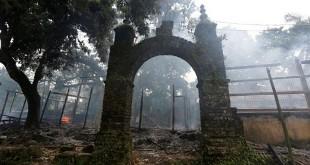 Sebuah desa di Rakhine dibakar. (Foto: Reuters)