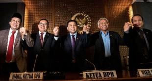Ketua DPR Setya Novanto (tengah) bersama (kiri ke kanan) Wakil Ketua DPR Fahri Hamzah, Fadli Zon, Agus Hermanto, dan Taufik Kurniawan. (Antara)