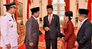 Ibu Iriana saat meminta foto bersama Prabowo (Foto: Fotografer Presiden/Agus Suparto)