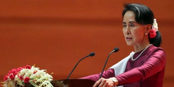 Pemimpin de facto Myanmar, Aung San Suu Kyi, berpidato tentang kekerasan kemanusiaan di Rakhine, Senin 18 September 2017. (Foto: AP)