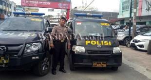 Petugas Sabhara Polrestabes Medan, razia parkir liar di Jalan Nibung Raya, Kelurahan Petisah Tengah, Kecamatan Medan Petisah.(WOL Photo/Gacok)