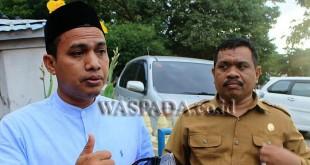 Ketua Divisi Hukum dan Pengawasan KIP Aceh Utara, M. Rizwan Haji Ali (Kiri) didampingi Sekretaris KIP, Hamdani.(WOL Photo/Chairul Sya'ban)