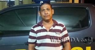 Nabet Sitepu selaku orang tua korban minta polisi mengusut kematian putra bungsunya.(WOL Photo/Gacok)