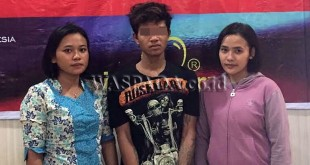 Dua Polwan Penyidik Pembantu Reskrim Polsek Medan Sunggal mengintrogasi tersangka kasus penipuan dan penggelapan sepeda motor.(WOL Photo/Gacok)