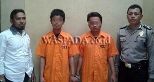Petugas Polsek Medan Baru amankan dua tersangka kasus narkoba.(WOL Photo/Gacok)