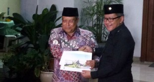 KH Said Aqil Siradj bersama Sekjen PDIP Hasto Kristianto (Foto: Okezone)