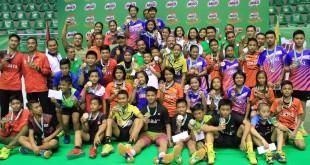 Seluruh pemenang kategori kelompok usia U-11, U-13, dan U-15 Sirnas-MILO Badminton Competition Pekanbaru 2017. foto: image dynamics