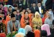 """Putri Presiden Joko Widodo, Kahiyang Ayu (ketiga kanan) bersama suaminya Bobby Afif Nasution mengikuti ritual adat """"Mangalo-alo Mora"""" pada prosesi ngunduh mantu, di Medan, Jumat (24/11). Mangalo-alo Mora merupakan rangkaian prosesi adat Mandailing dalam rangkaian acara ngunduh mantu putri Presiden Joko Widodo, Kahiyang Ayu dan suaminya Bobby Nasution. (WOL Photo/Ega Ibra)"""