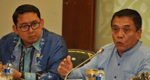 Gubernur Aceh Irwandi Yusuf (kiri) bersama Wakil Ketua DPR Fadli Zon (Ampelsa/Antara)