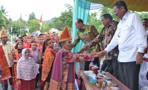 Gubsu HT Erry Nuradi saat menghadiri event Horas Tapteng 2017 di Lapangan Pinangsori, Jumat (10/11) kemarin. (WOL Photo)