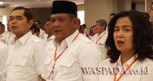 Wakil Ketua DPRD Medan, Ihwan Ritonga (kiri) dan Ketua Fraksi Gerindra DPRD Medan, Surianto (tengah) saat menghadiri Rakorda Partai Gerindra Sumut di Tiara Convention Centre Medan, Sabtu (18/11).