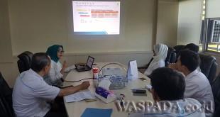 Anggi Maisarah sedang mempresentasikan program 'Kerja Bersama Terangi Indonesia'. WOL Photo