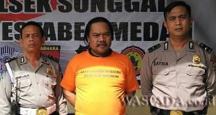 Kanit Provost didampingi personel SPKT Polsek Medan Sunggal introgasi tersangka kasus narkoba. (WOL. Photo/Gacok)