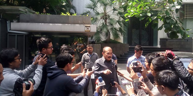 Kuasa Hukum Setya Novanto Fredrich Yunadi mempertanyakan bukti catatan mangkit kliennya dari KPK