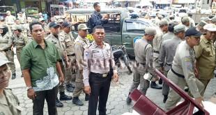 Muspikan Medan Petisah tertibkan PK5 di Pasar Petisah Medan. (WOL. Photo/Gacok)
