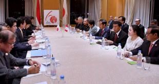 Peringati 60 Tahun Hubungan Indonesia-Jepang, Jokowi dan Abe adakan pertemuan bilateral di sela-sela KTT ASEAN. (Foto: Laily Rachev/Biro Pres Setpres)