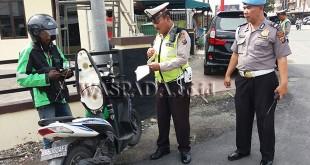 Polisi Lalulintas (Polanras) Polsek Medan Baru razia. (WOL. Photo/Gacok)