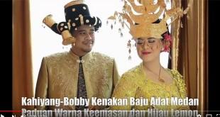 Screenshot-2017-11-26-Ini-isi-Souvenir-Presiden-Jokowi-yang-dilempar-saat-Kirab-Budaya-Kahiyang-Bobby-#Waspadaonline---YouT[..