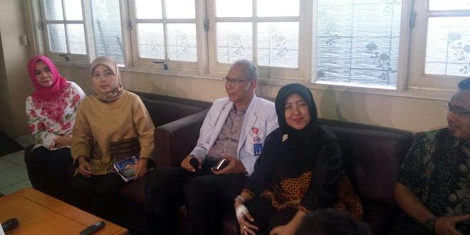 Dokter RS Medika Permata Hijau memberi keterangan pers (Taufik/Okezone)